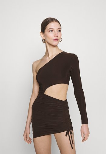 SLINKY ONE SHOULDER CUT OUT MINI DRESS - Jersey dress - chocolate