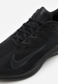 Nike Performance - QUEST 3 - Zapatillas de running neutras - black/dark smoke grey - 5