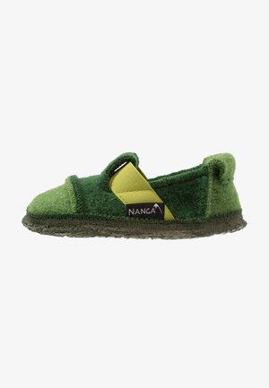 BERG - Domácí obuv - grün