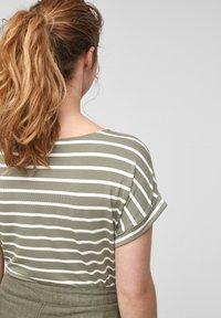 s.Oliver - Print T-shirt - summer khaki stripes - 5