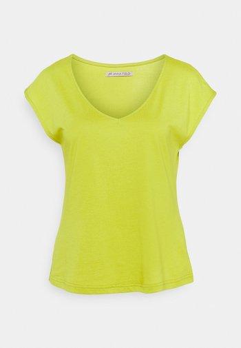 T-shirts - light green