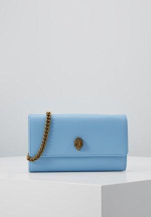 KENSINGTON CHAIN WALLET - Portefeuille - blue