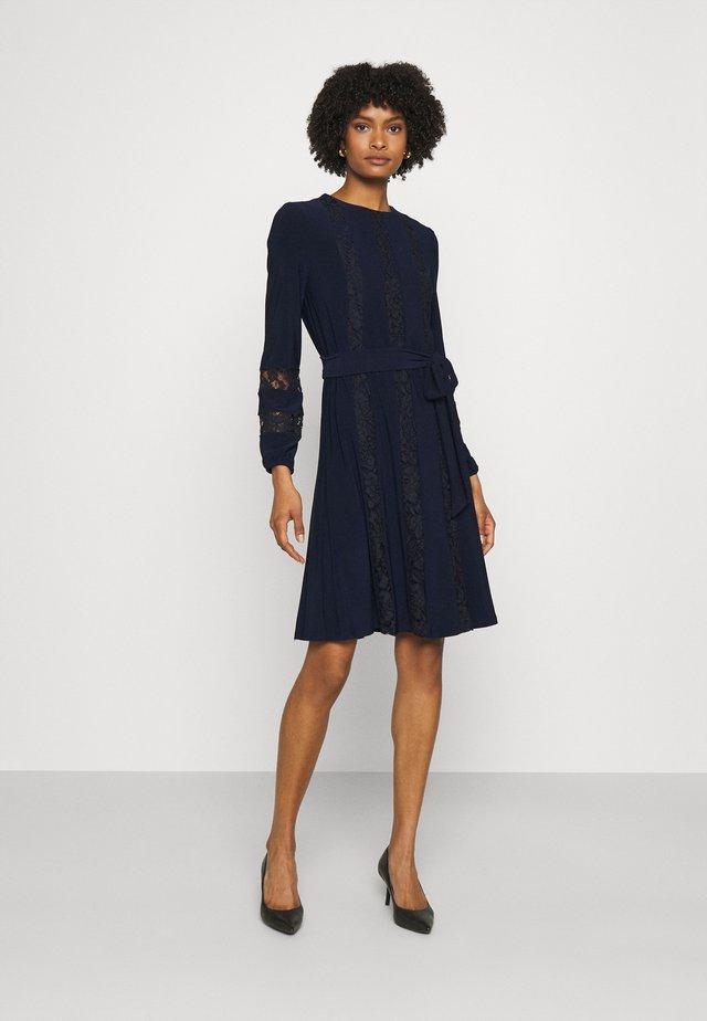 MID WEIGHT DRESS COMBO - Koktejlové šaty/ šaty na párty - lighthouse navy