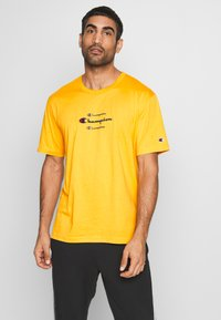 Champion - ROCHESTER WORKWEAR CREWNECK  - T-shirt imprimé - mustard yellow - 0