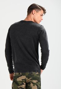 Only & Sons - ONSGARSON WASH CREW NECK - Stickad tröja - black - 2