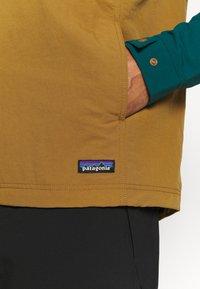 Patagonia - ISTHMUS ANORAK - Hardshell jacket - mulch brown - 5