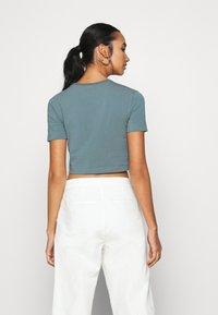 Nike Sportswear - AIR CROP - Camiseta estampada - ozone blue - 2