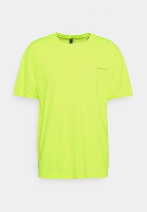 OVERSIZED ESSENTIAL UNISEX - Jednoduché triko - neon