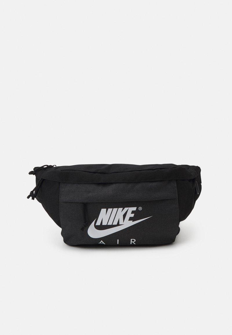 Nike Sportswear - TECH WAISTPACK UNISEX - Ledvinka - black/anthracite/white