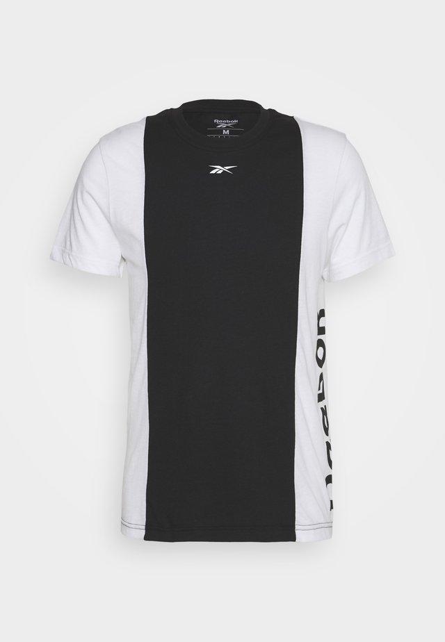 BLOCKED TEE - T-shirt imprimé - black