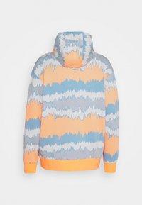adidas Originals - HOODY UNISEX - Sweatshirt - hazy orange/multicolor - 6
