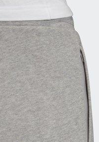 adidas Originals - OUTLINE SHORTS - Shorts - grey - 6