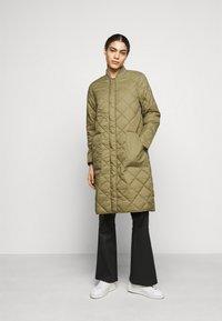 CLOSED - POSY  CLASSIC COAT - Classic coat - green umber - 0