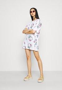 NEW girl ORDER - HELLO TEE DRESS - Vestito di maglina - white - 1