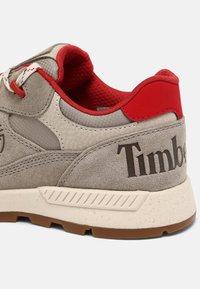 Timberland - FIELD TREKKER - Trainers - grey/red - 5