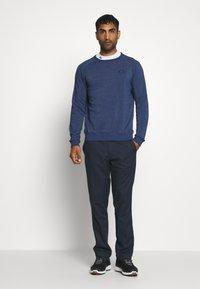 Calvin Klein Golf - COLUMBIA CREW NECK - Sweatshirt - denim marl - 1