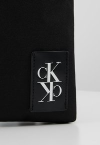 Calvin Klein Jeans - SPORT ESSENTIALS MICRO FLAT PACK - Skulderveske - black - 7
