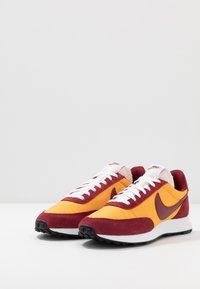 Nike Sportswear - AIR TAILWIND 79 - Trainers - university gold/team red/white/black/team orange - 3