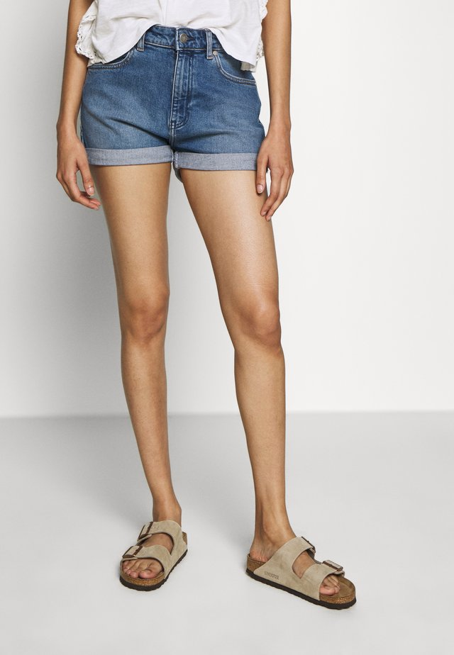 BOYFRIEND - Jeans Shorts - mid blue