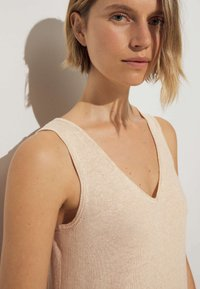 OYSHO - Pletené šaty - beige - 3