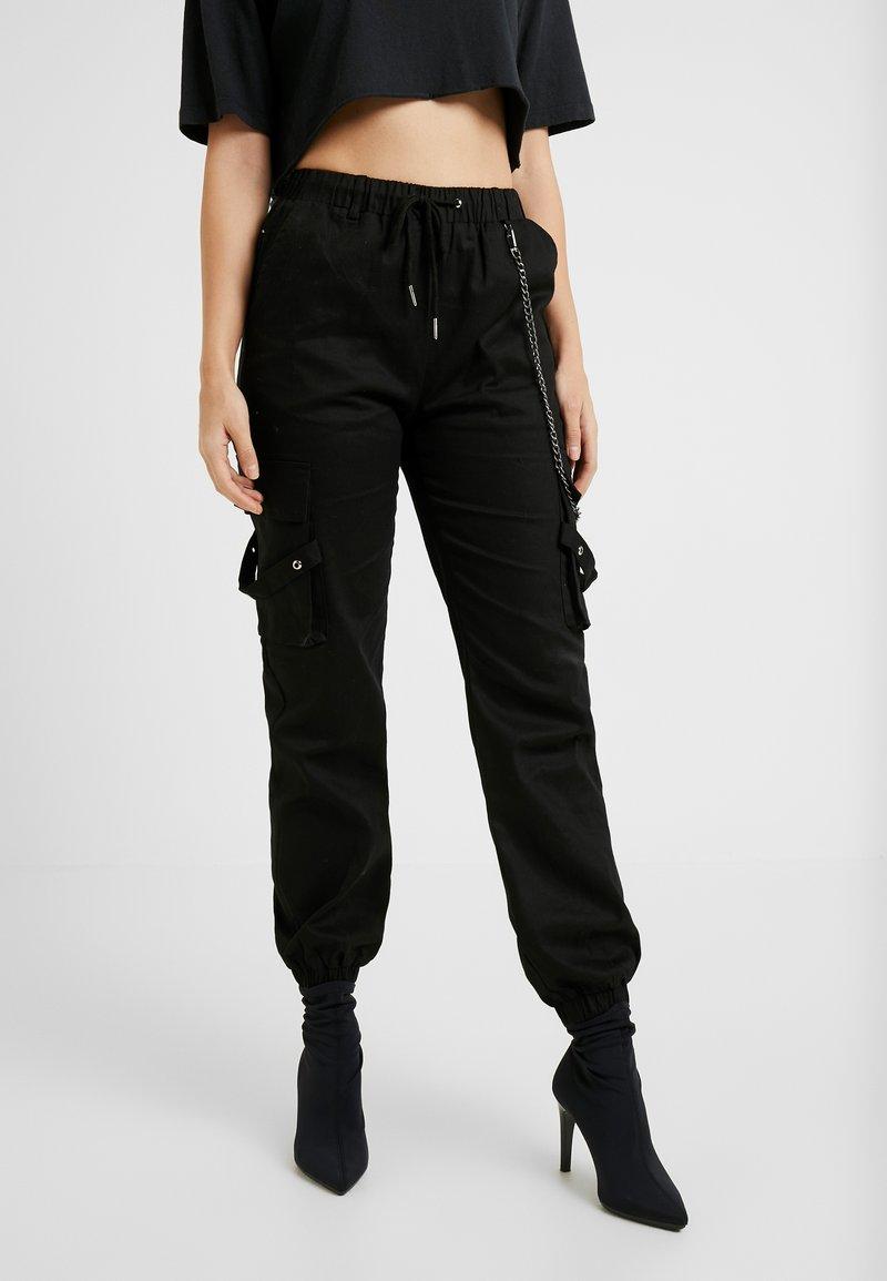 Missguided Petite - EMBROIDERED CHAIN CARGO - Pantalon classique - black