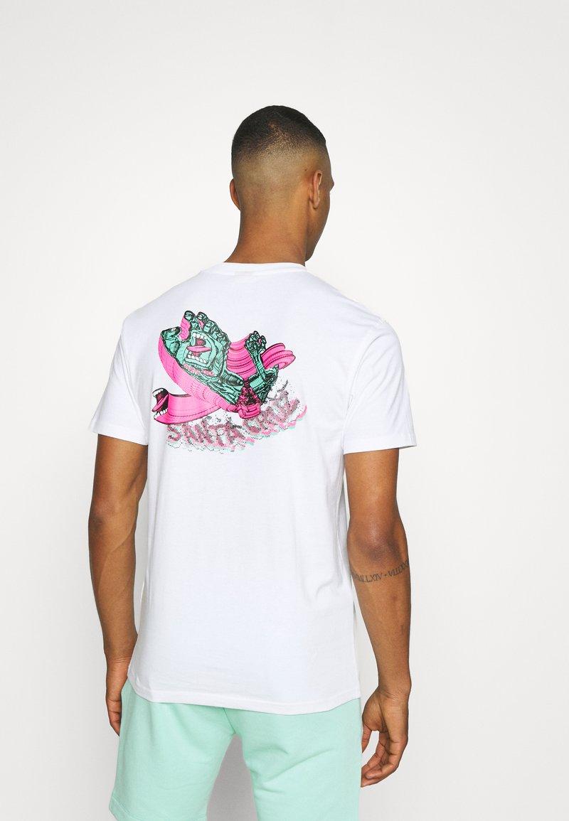 Santa Cruz - UNISEX NO PATTERN SCREAMING HAND - Print T-shirt - white