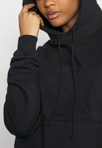 Good American - BOYFRIEND HOODIE - Sweatshirt - black - 4