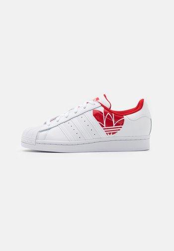SUPERSTAR SPORTS INSPIRED SHOES UNISEX - Sneakers basse - footwear white/scarlet