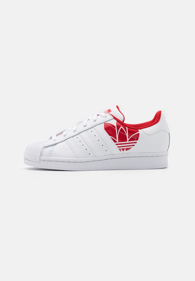 SUPERSTAR SPORTS INSPIRED SHOES UNISEX - Sneakers laag - footwear white/scarlet