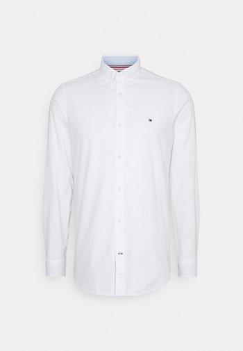 SLIM FLEX DOBBY - Koszula - white