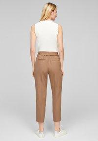 s.Oliver BLACK LABEL - Trousers - camel melange - 2