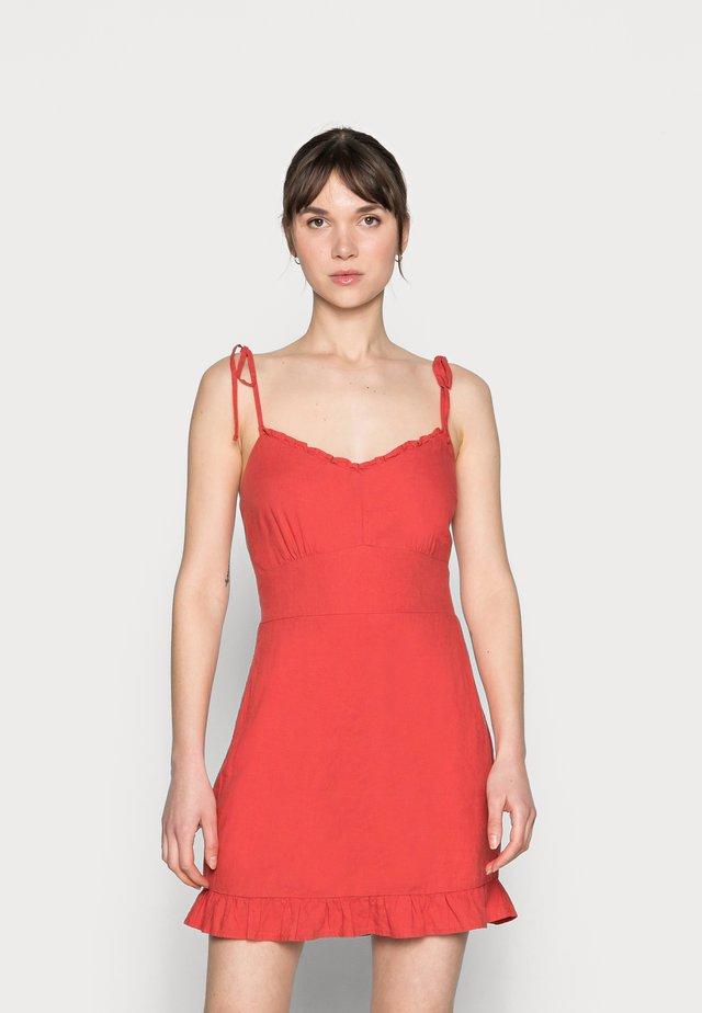 BARE TIE SHOULDER SLIM WAIST MINI - Korte jurk - red solid