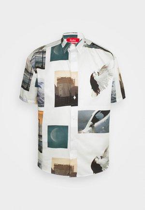 LYRIQUE ROE ETHRIDGE UNISEX - Button-down blouse - white/multi-coloured