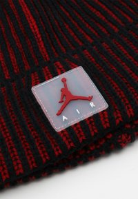 Jordan - AIR PATCH TWO TONE BEANIE - Čepice - gym red/black - 2