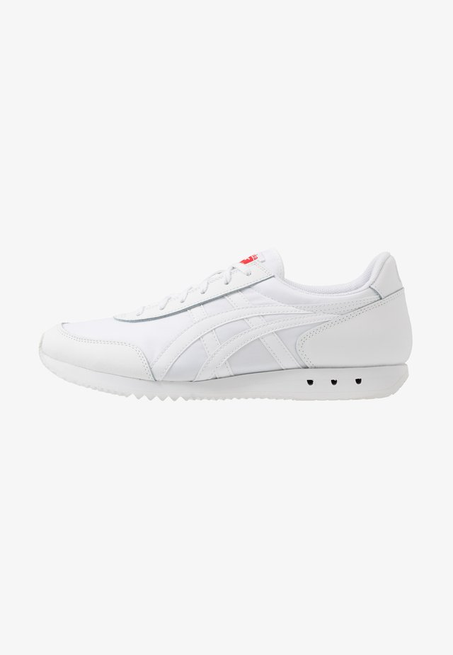 NEW YORK INUSEX  - Sneakers laag - white