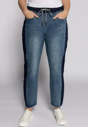 BOYFRIEND  - Straight leg jeans - blue denim