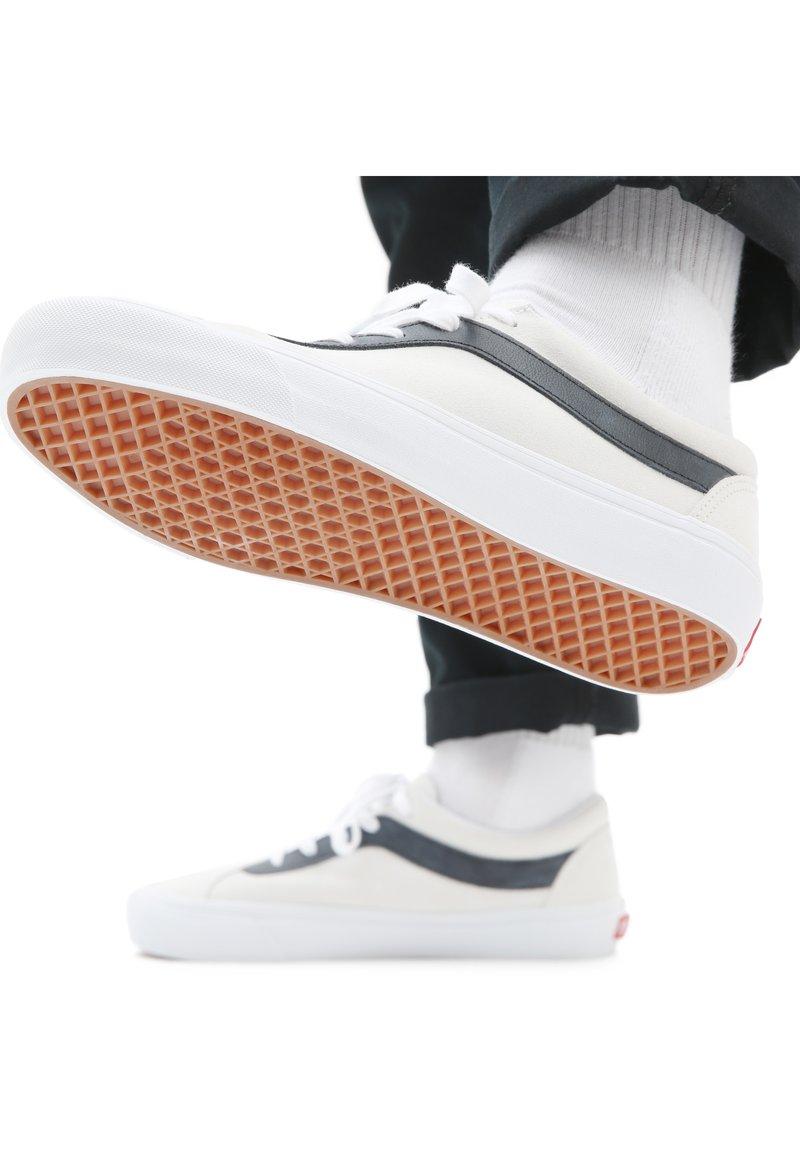 Vans - UA BOLD NI - Trainers - white