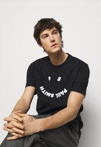 PS Paul Smith - MENS FACE - T-Shirt print - black - 4