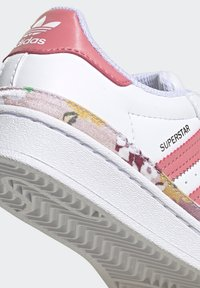 adidas Originals - SUPERSTAR SHOES - Sneakers laag - ftwr white/hazy rose/hazy rose - 8