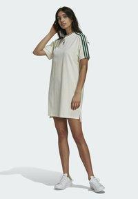 adidas Originals - TENNIS LUXE DRESS ORIGINALS - Vestito di maglina - off white - 1