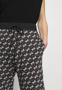 Pinko - ENOLOGIA - Tracksuit bottoms - black - 4