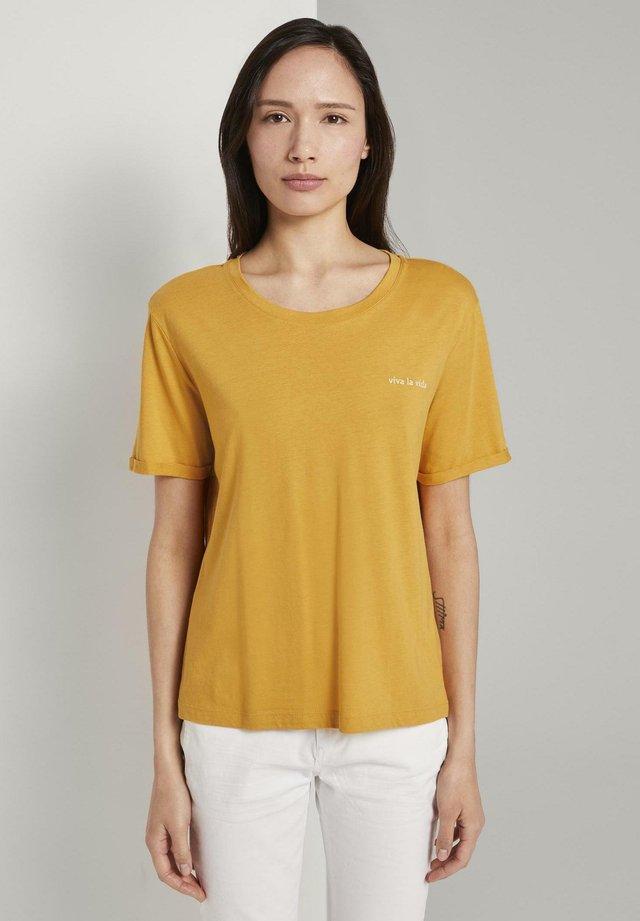 MIT KLEINER STICKEREI - T-shirt basique - golden corn