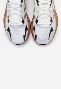 adidas Originals - X9000L3 BOOST SPORTS RUNNING SHOES - Joggesko - crystal white/copper metallic/clear black - 5