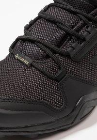 adidas Performance - TERREX AX3 MID GORE-TEX - Trekingové boty - clear black/carbon - 5