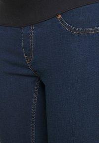 New Look Maternity - JACKSON RAIN RINSE JEGGING - Jeans slim fit - indigo - 2