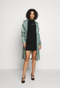 Missguided - TEXTURED TRENCH - Trenchcoat - green - 1