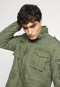 Superdry - CLASSIC ROOKIE JACKET - Light jacket - army - 3