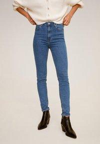 Mango - MIT HOHEM BUND NOA - Jeans Skinny Fit - mittelblau - 0
