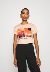 Trendyol - Print T-shirt - beige - 0