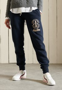 Superdry - COLLEGIATE  - Tracksuit bottoms - eclipse navy - 1